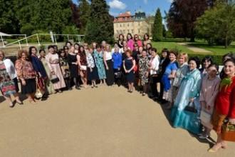 První dáma přijala velvyslankyně a manželky velvyslanců