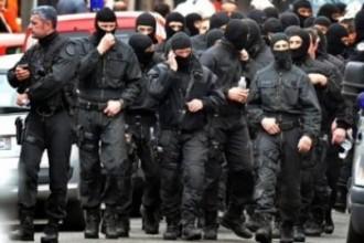 Francouští policisté odmítají zatýkat lidi za tričko s rodinou